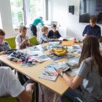 Workshop Gruppe 2 beim Erstellen des Magazins